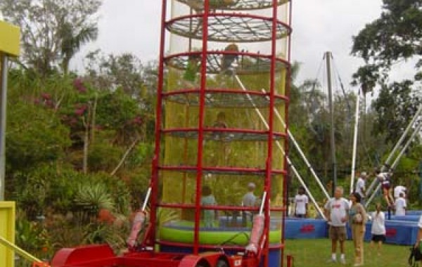 Spider-web climbing tower